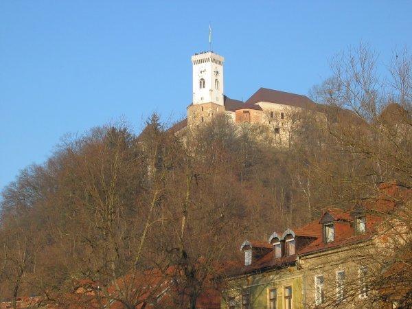 ljubljanski grad s Karlovške ceste