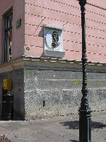 spominska plošča Jurija Vege na stavbi nekdanjega kolegija