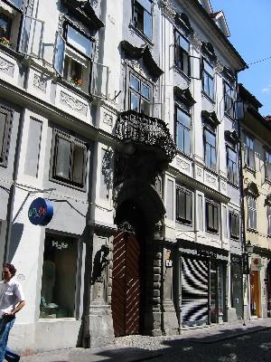 hiša Lili Novy s spominsko ploščo